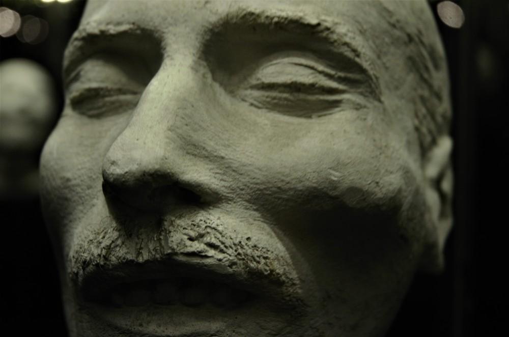 las-mascaras-conservan-restos-biologicos-de-los-fallecidos-con-pelos-encrustrados-en-el-yeso-hugo-dunkel