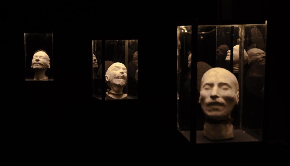 mascaras-mortuorias-de-suicidios-en-la-exposicion-facies-mortis-en-oporto-hugo-dunkel